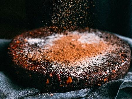 Бърз и лесен американски брауни сладкиш с течен шоколад Нутела, черен шоколад, какао, яйца и лешници - снимка на рецептата